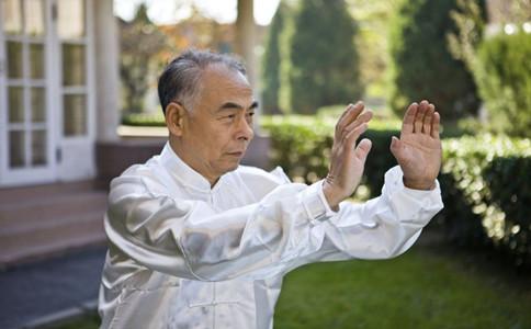 老年人打太極的好處老年人打太極注意事項老年人打太極好嗎