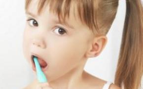 低泡易溶解 保宁幼儿牙膏评测