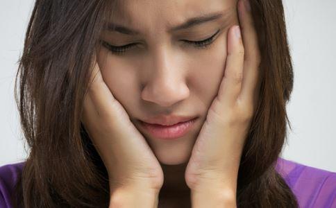 来月经前胸疼怎么办 经前乳房胀痛怎么办 经期乳房胀痛怎么缓解