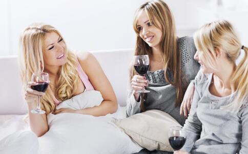 女性阴道炎和脚气有什么关系 引起阴道炎的原因是什么 阴道炎要如何检查