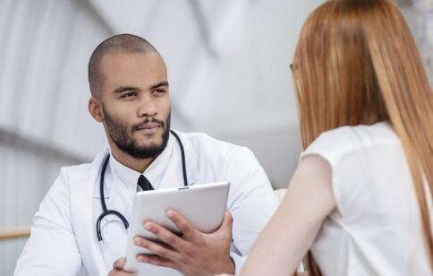 来月经时阴道有异味正常吗 来月经时阴道有异味怎么回事 月经期间阴道有异味怎么缓解