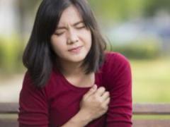 女性乳腺增生的三个症状 平时不能吃这些食物