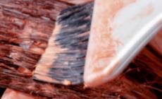 头发蓬松的人要烫什么发型 染什么颜色比较显白呢