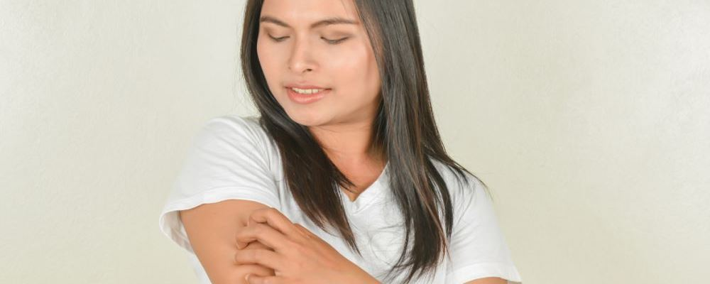 怎么治疗荨麻疹 什么原因导致荨麻疹 荨麻疹的病因