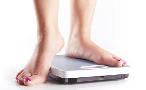经期体重为什么会增加 经期减肥有什么方法 女人日常减肥有哪些技巧