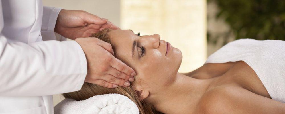 趴着睡健康吗 趴着睡会带来哪些问题 午休怎么睡健康