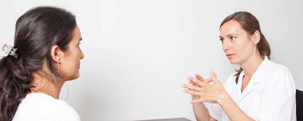 女性腰酸背痛是妇科病吗 女性腰酸背痛与哪些妇科病有关 女性腰酸背痛吃什么好