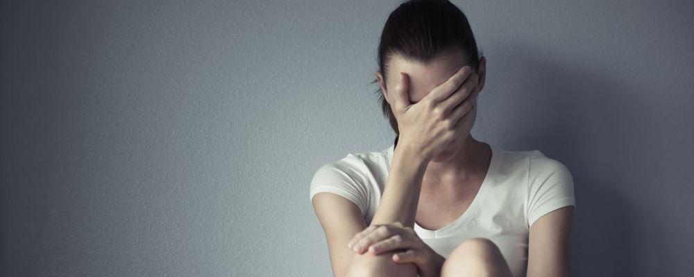 自卑怎么办 感到自卑如何缓解 自卑的表现与症状